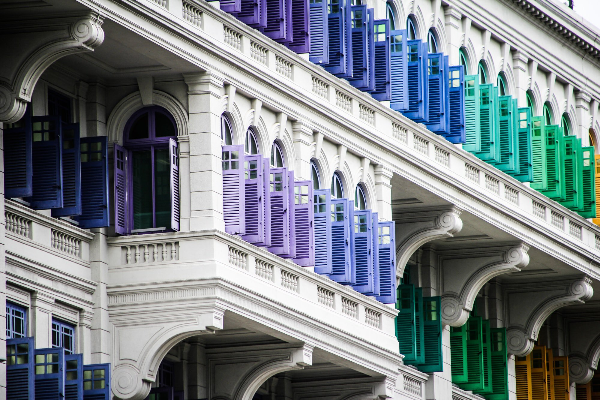 Can you get different colors of plantation shutters?